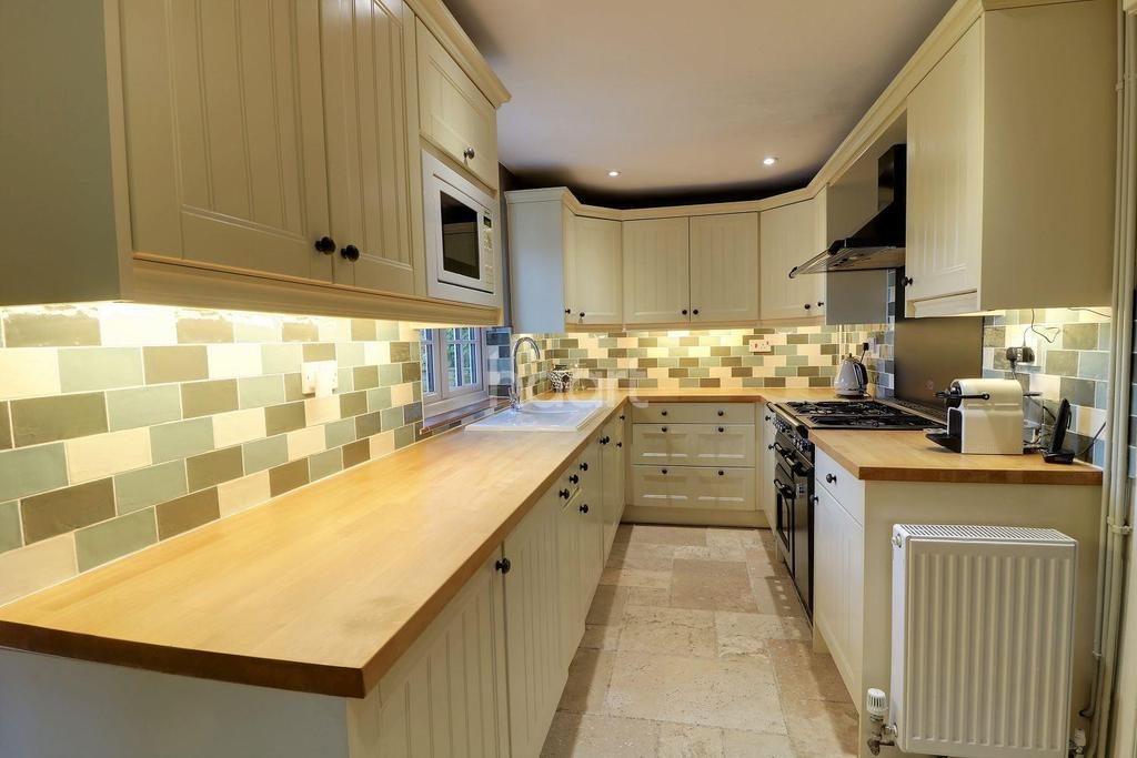 2 Bedrooms Detached House for sale in Arford, Hampshire