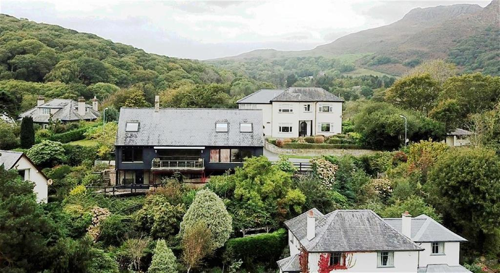 3 Bedrooms Detached House for sale in Garth Road, Borth Y Gest