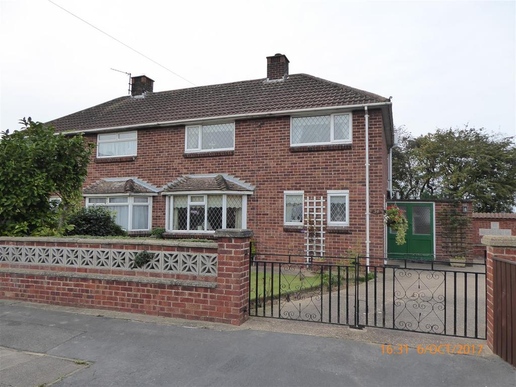 3 Bedrooms Semi Detached House for sale in Holme Avenue, New Waltham, Grimsby