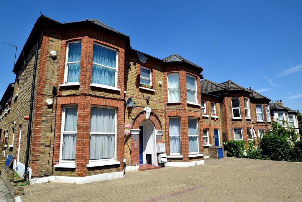 Studio Flat for sale in Brownhill Road London SE6