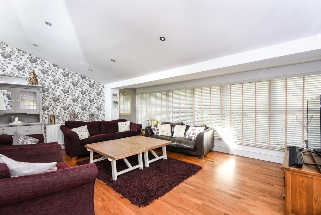 4 Bedrooms Detached House for sale in Harvest Bank Road West Wickham BR4