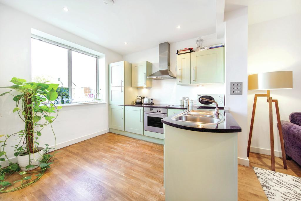 2 Bedrooms Flat for sale in Banister Road, W10