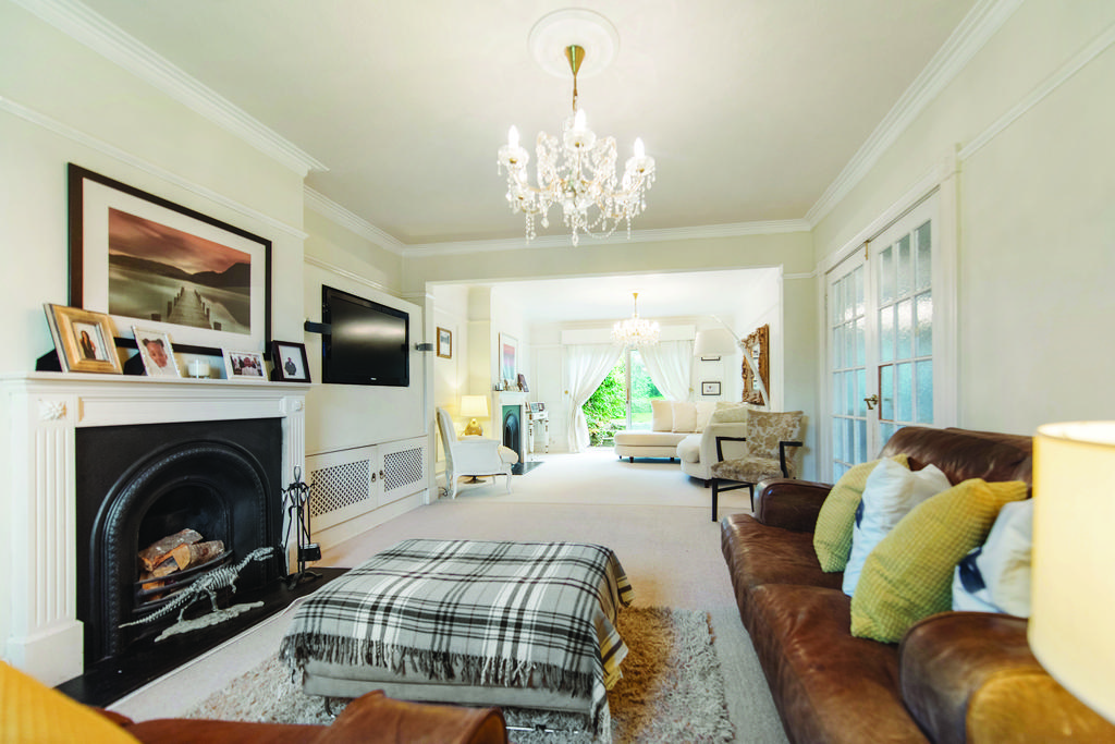 4 Bedrooms Semi Detached House for sale in Christian Fields, SW16