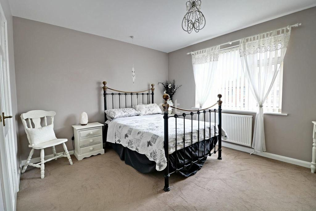 4 Bedrooms Semi Detached House for sale in Mayfair Avenue, Lincoln