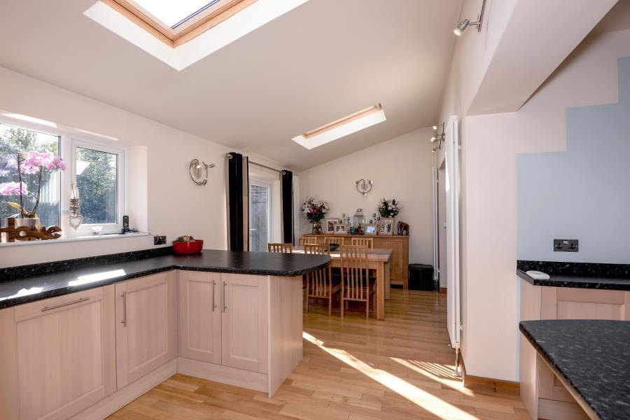 4 Bedrooms Semi Detached House for sale in WHINMOOR GARDENS, LEEDS, LS14 1AQ