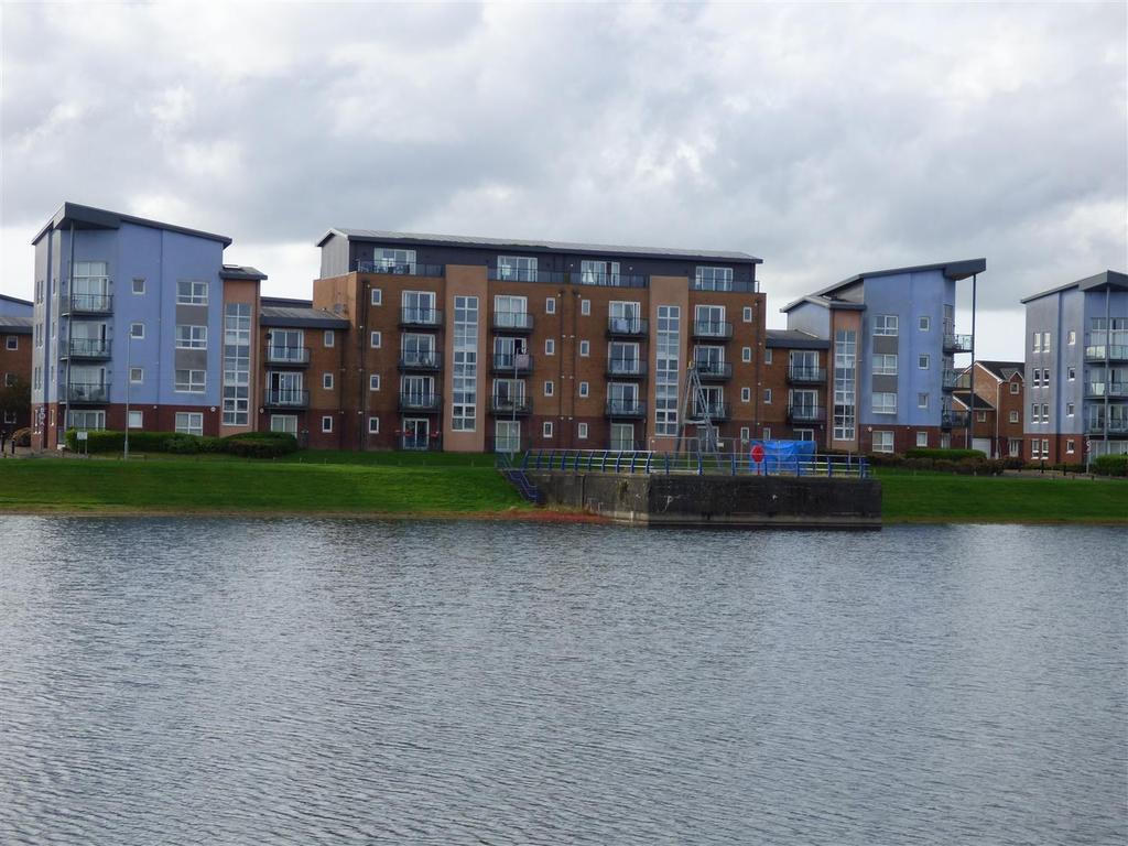 2 Bedrooms Flat for sale in Pentre Doc Y Gogledd, Llanelli