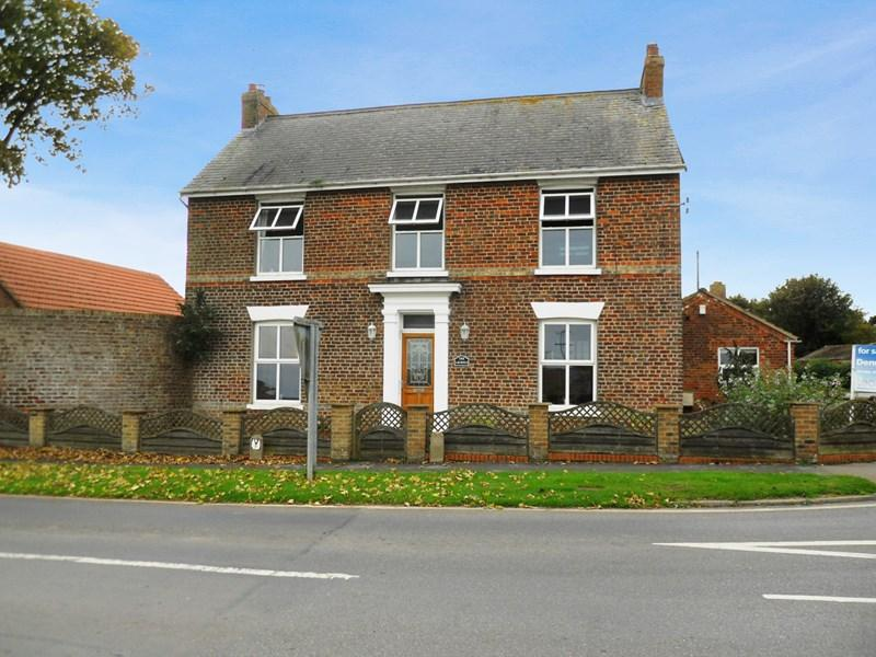 5 Bedrooms Detached House for sale in Main Street, Roos, Hull
