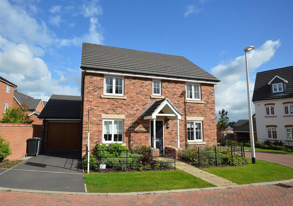 4 Bedrooms Detached House for sale in Hillside Close, Wychwood Village, Weston