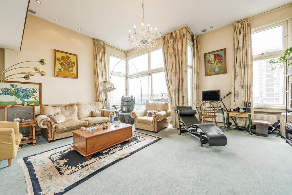 2 Bedrooms Flat for sale in The Water Gardens, Hyde Park