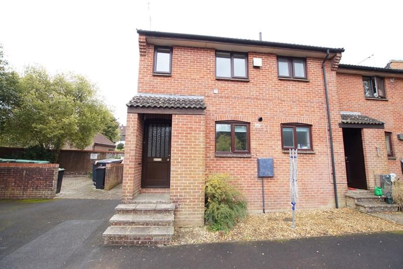 1 Bedroom Flat for sale in Ramsbury Court, Blandford Forum