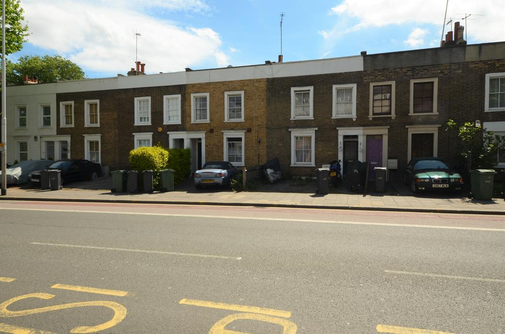 3 Bedrooms Terraced House for sale in Wandsworth Road, Clapham SW8