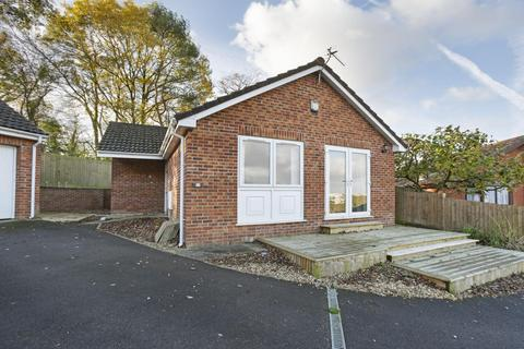 2 bedroom bungalow to rent - Parkers Close, Brentry, BS10