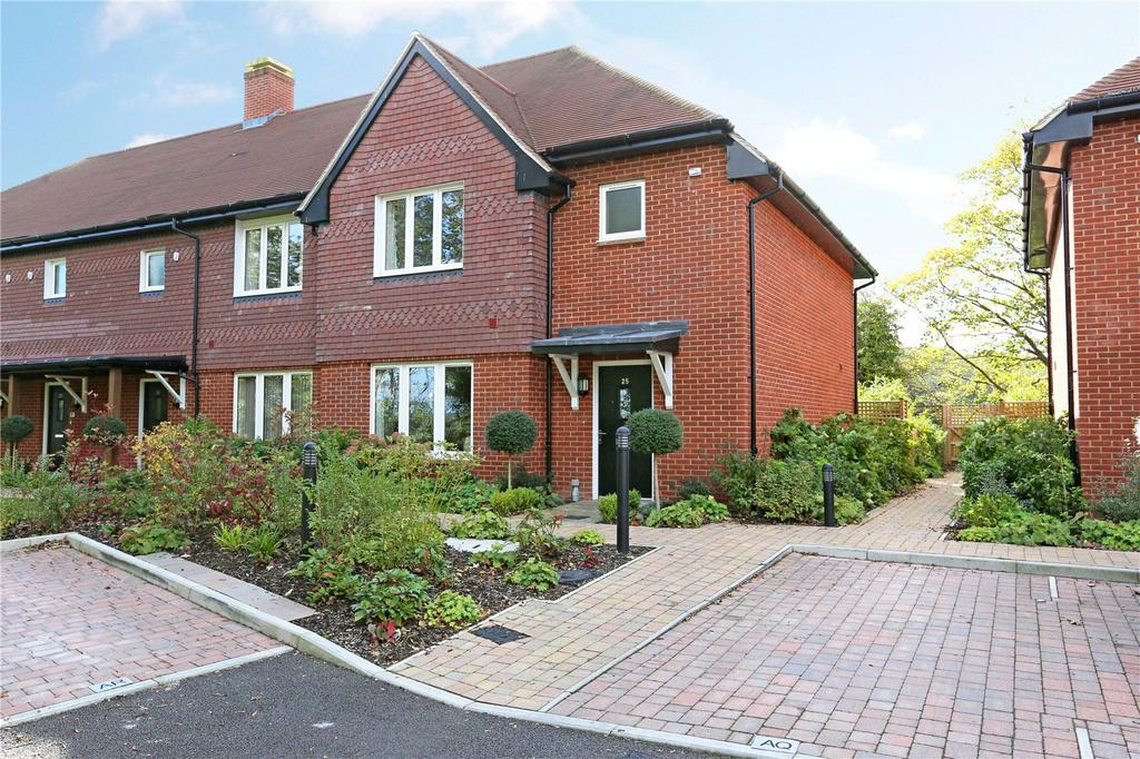 3 Bedrooms End Of Terrace House for sale in Priory Court, Marlborough, Wiltshire