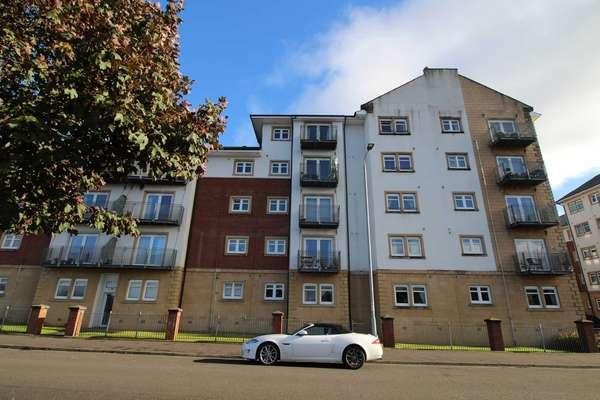 2 Bedrooms Flat for sale in Flat 1/3, 2 Redwood Court, Campbell Street, Greenock, PA16 8BW