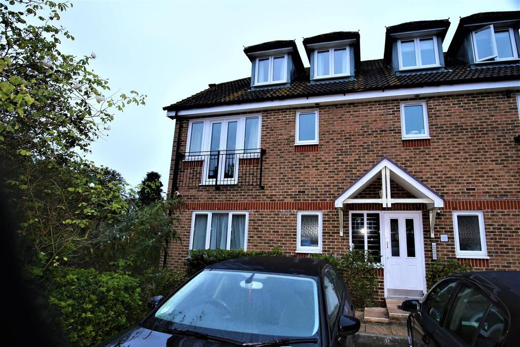 2 Bedrooms Apartment Flat for sale in Mace Court, Coxheath, Maidstone