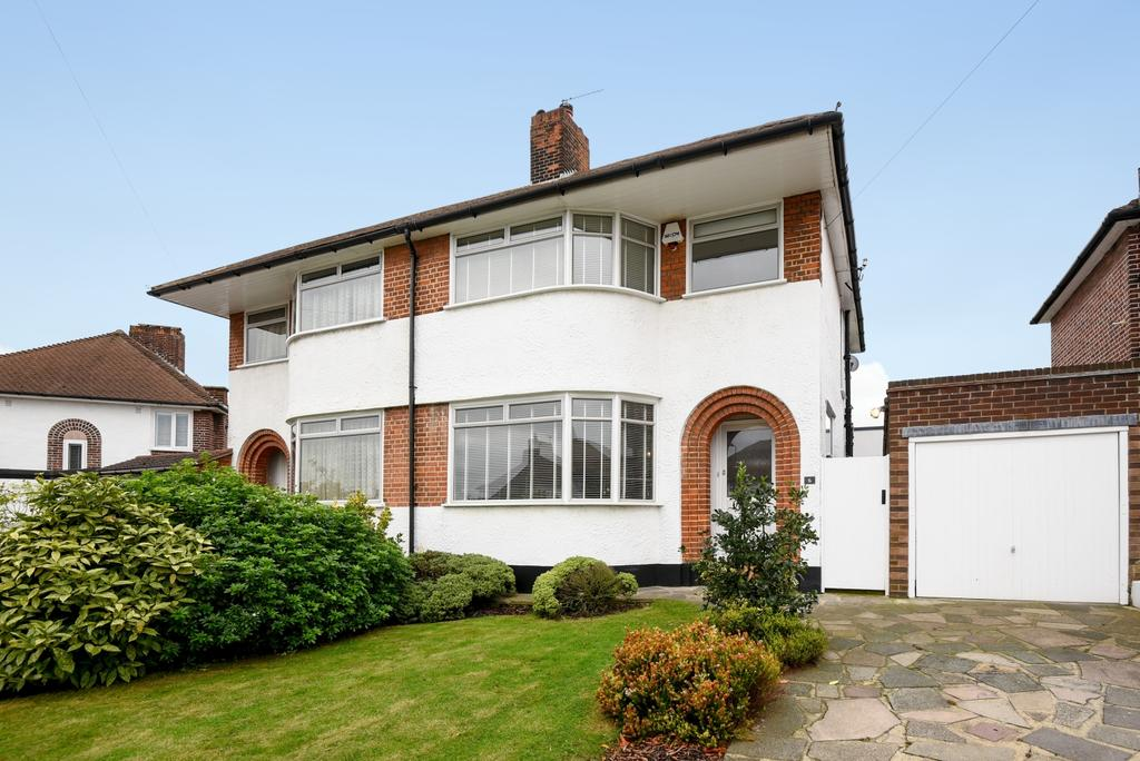3 Bedrooms Semi Detached House for sale in Shallons Road London SE9