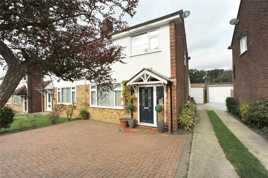 3 Bedrooms Semi Detached House for sale in Long Ridings Avenue, Hutton, Brentwood, Essex, CM13