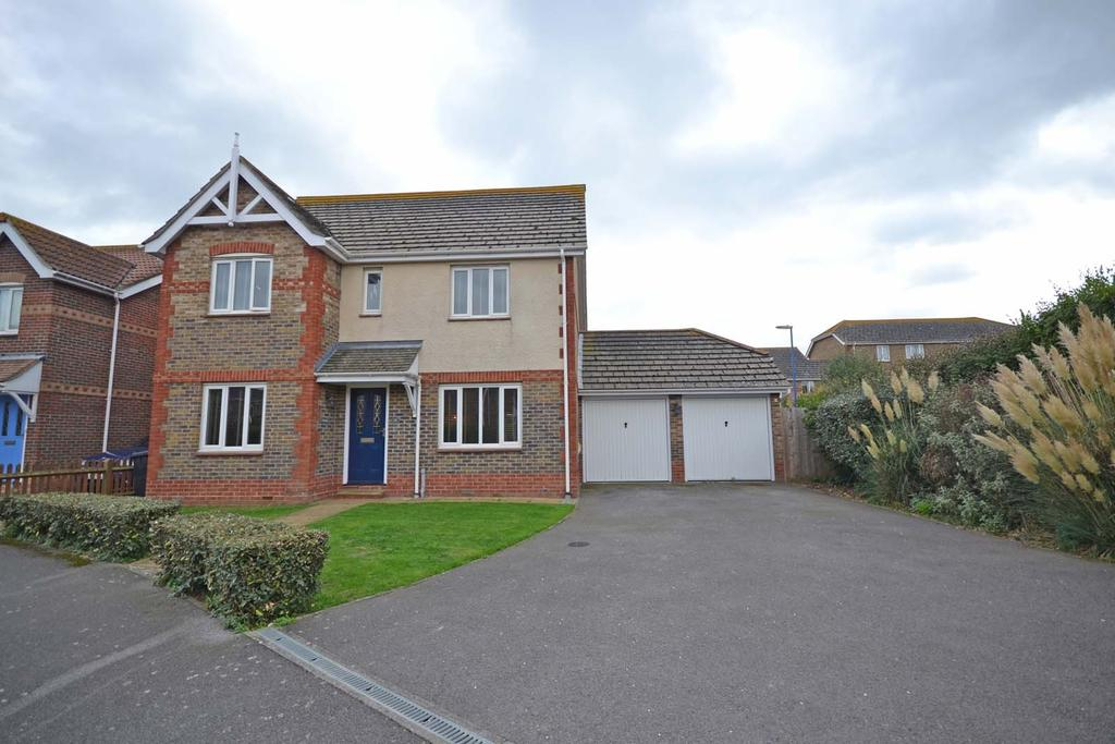 4 Bedrooms Detached House for sale in Beacon Drive, Selsey, PO20