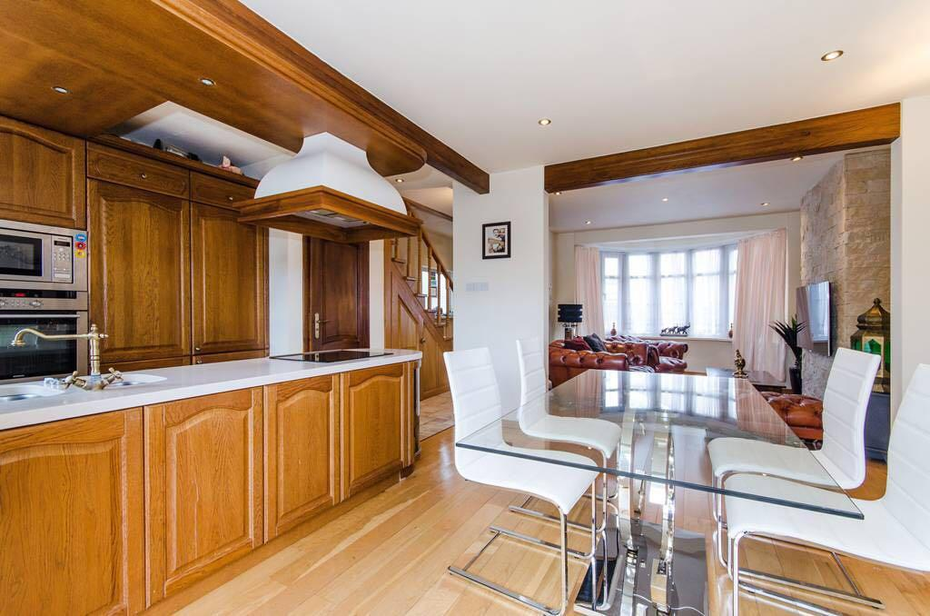 3 Bedrooms Semi Detached House for rent in Cavendish Avenue, Harrow, HA1