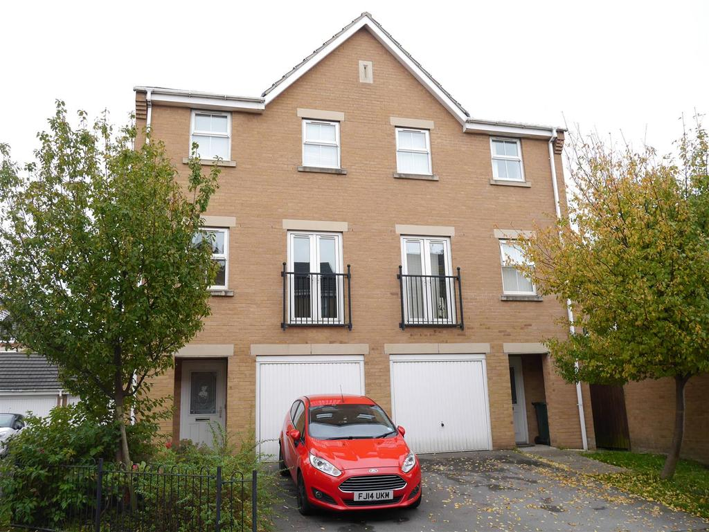 3 Bedrooms Semi Detached House for sale in Alred Court, Bradford