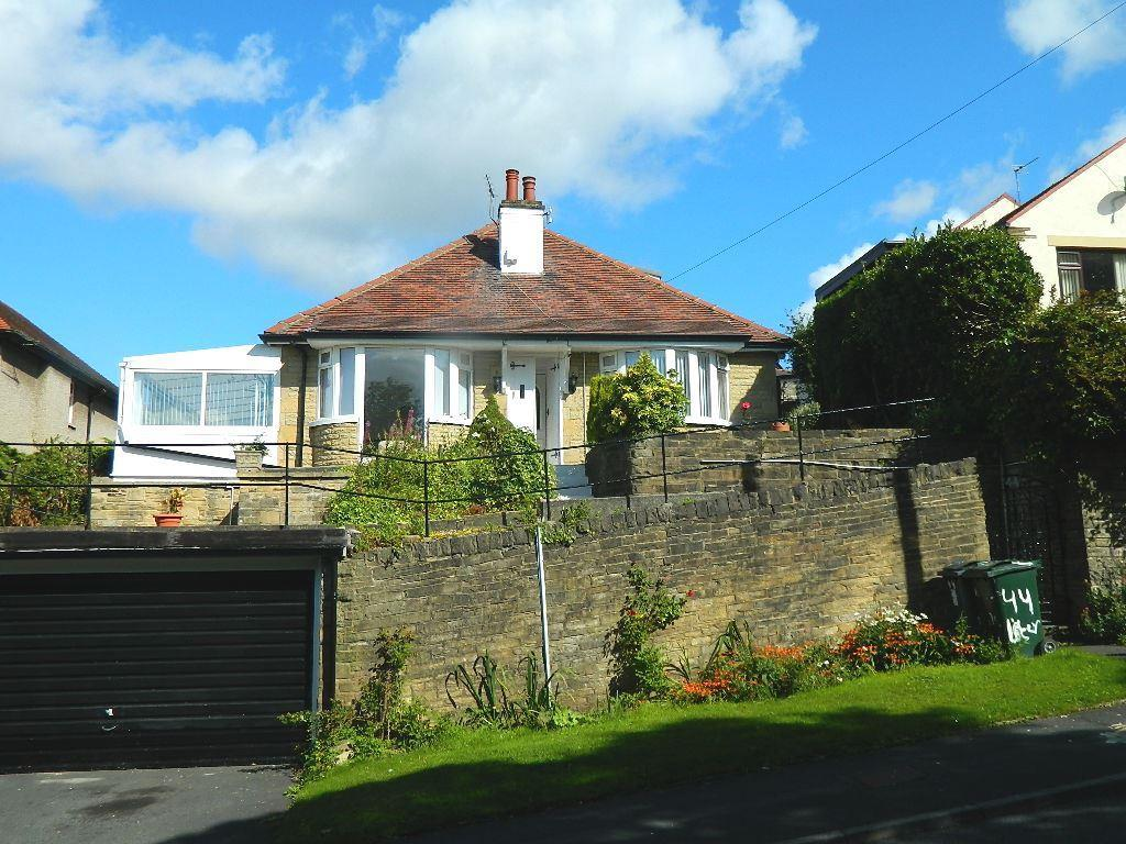 3 Bedrooms Detached Bungalow for sale in Lister Lane, Bradford, BD2 4LU