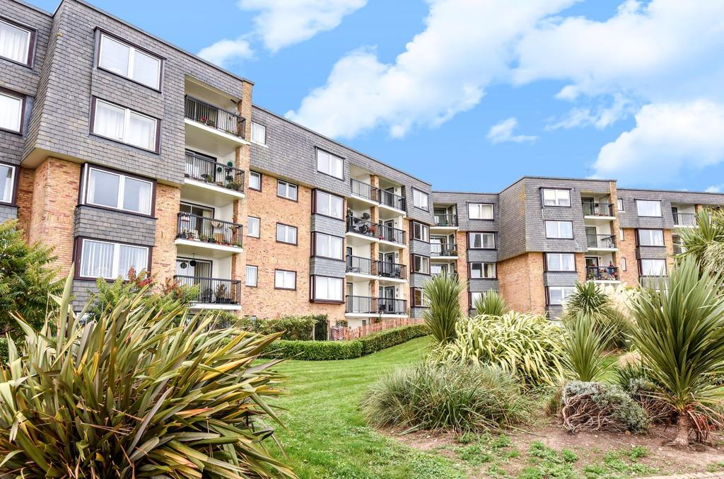 2 Bedrooms Flat for sale in Mountbatten Court, Belmont Street, Bognor Regis, PO21