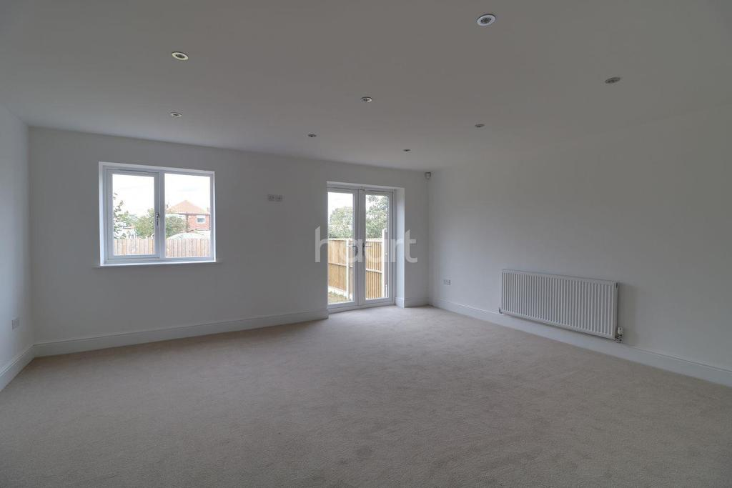 3 Bedrooms Semi Detached House for sale in Broadway, Dunscroft, Doncaster