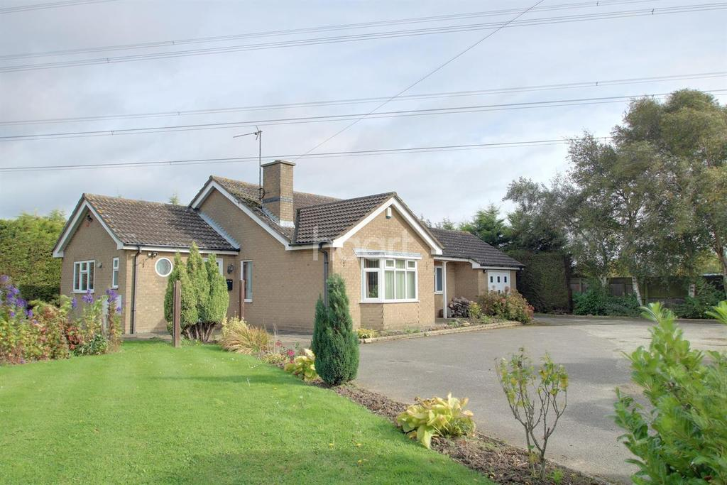 3 Bedrooms Bungalow for sale in High Rd, Whaplode