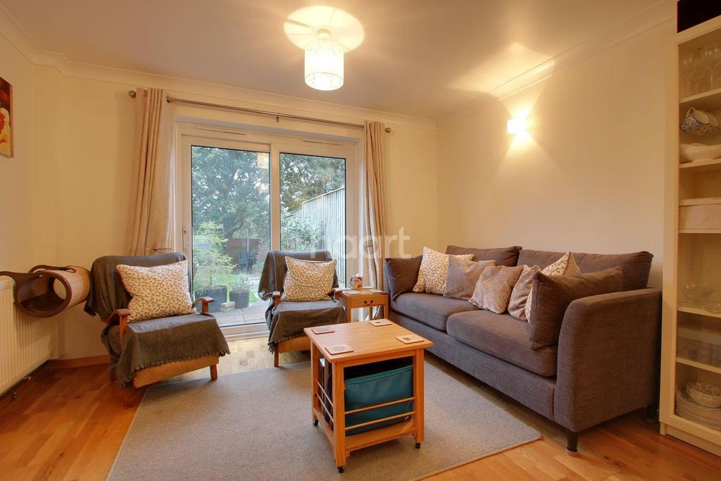 2 Bedrooms Bungalow for sale in Tippett Avenue
