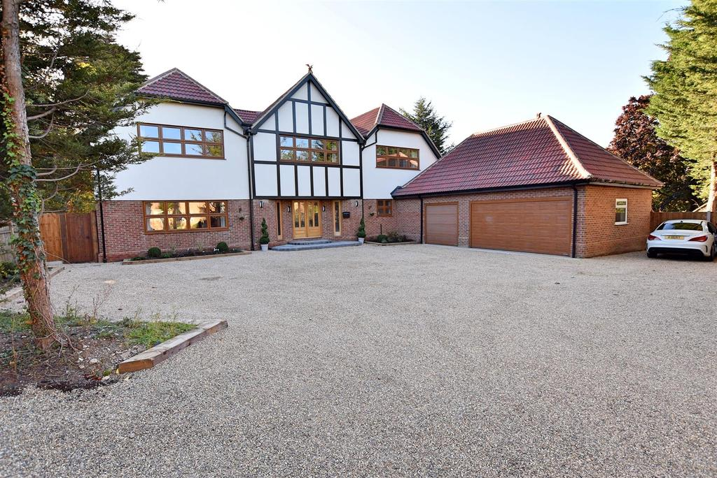 5 Bedrooms Detached House for sale in Wickford