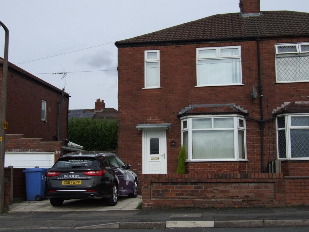 3 Bedrooms Semi Detached House for sale in Brookfield Avenue, Bredbury, SK6