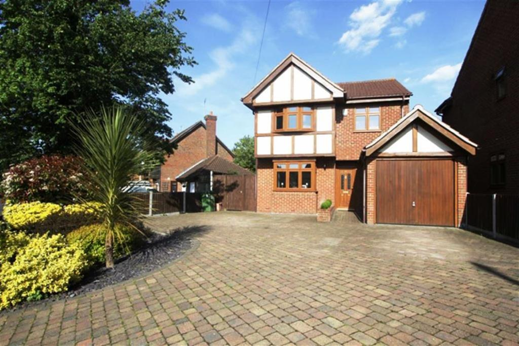 4 Bedrooms Detached House for sale in High Road North, Steeple View
