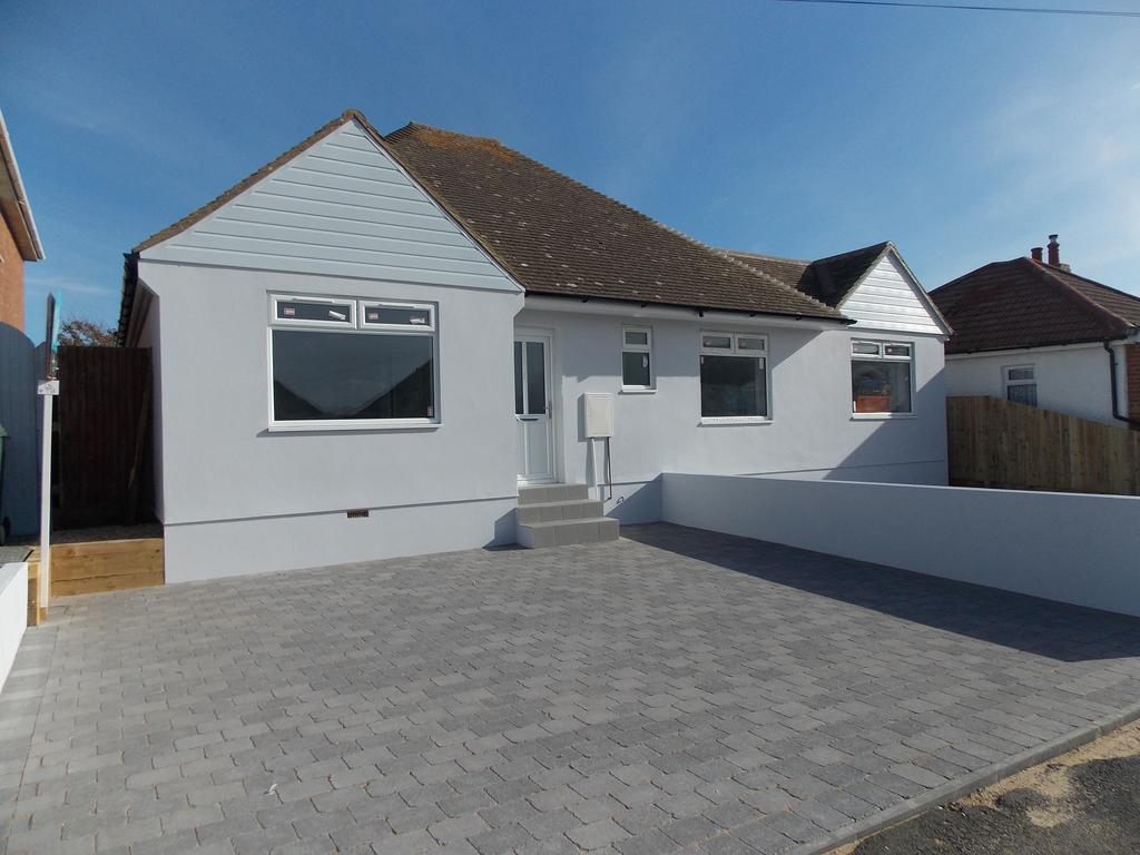 2 Bedrooms Semi Detached Bungalow for sale in Piddinghoe Avenue, Peacehaven, East Sussex