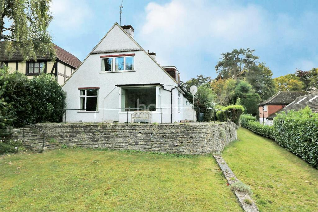 4 Bedrooms Detached House for sale in Caerleon Close, Hindhead, Surrey