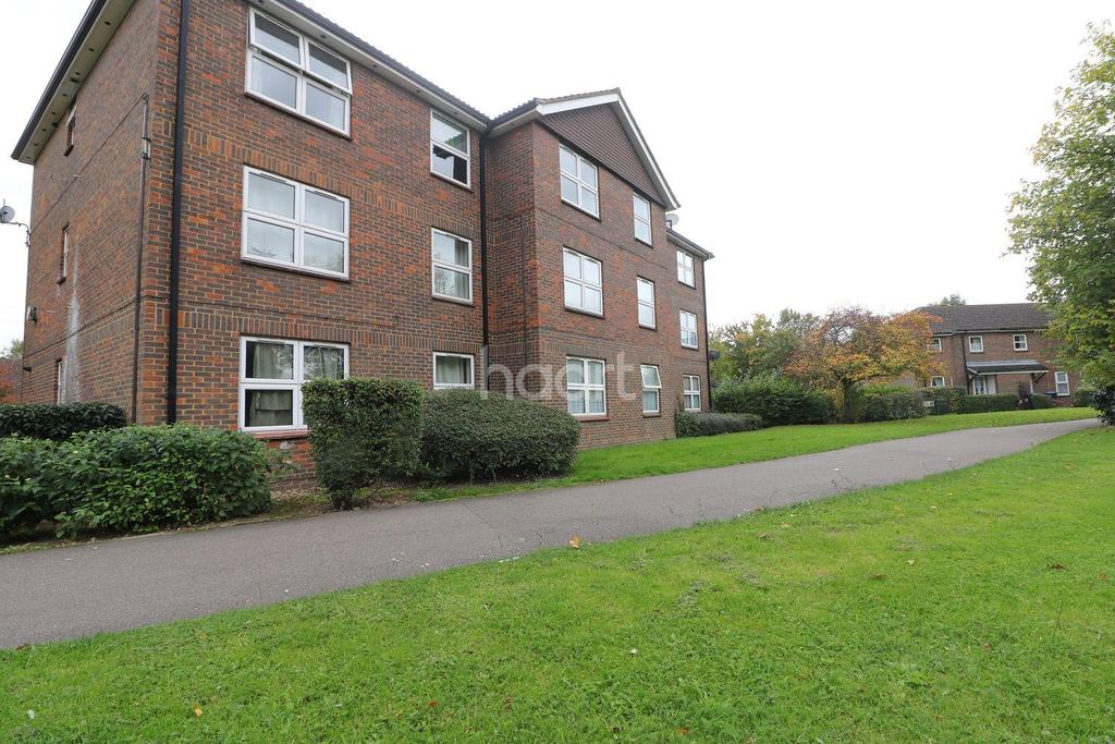 2 Bedrooms Flat for sale in Moatwood Green- Welwyn Garden City.