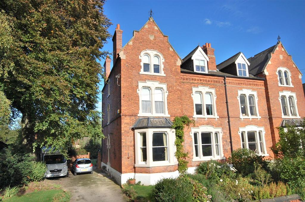 6 Bedrooms Semi Detached House for sale in Chestnut Grove, Radcliffe-On-Trent, Nottingham