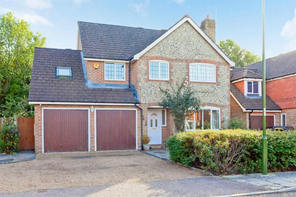 4 Bedrooms Detached House for sale in Harvey Close, Sayers Common, Hassocks, West Sussex