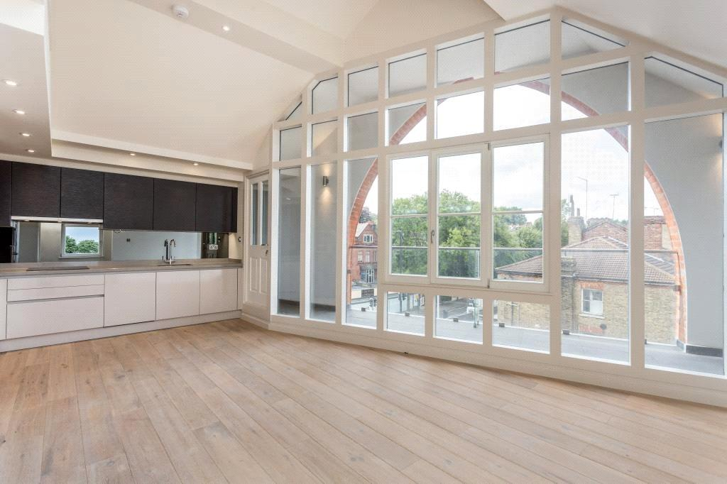 2 Bedrooms Penthouse Flat for sale in Archway Road, Highgate, London, N6