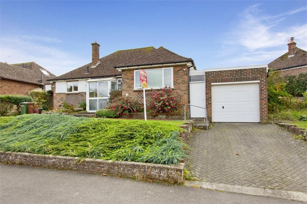 3 Bedrooms Detached Bungalow for sale in 4 Brian Crescent, Southborough