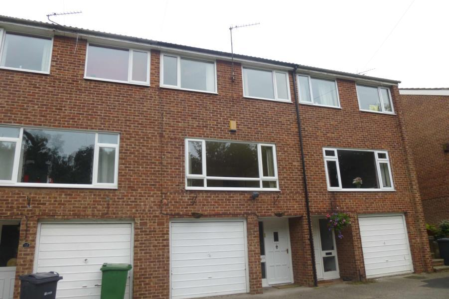 3 Bedrooms Town House for sale in BRACKENWOOD CLOSE, LEEDS, LS8 1RL