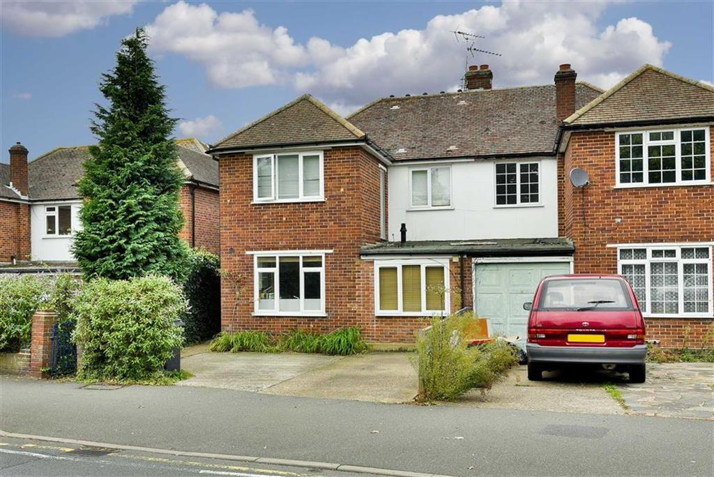 4 Bedrooms Semi Detached House for sale in Garrison Lane, Chessington, Surrey