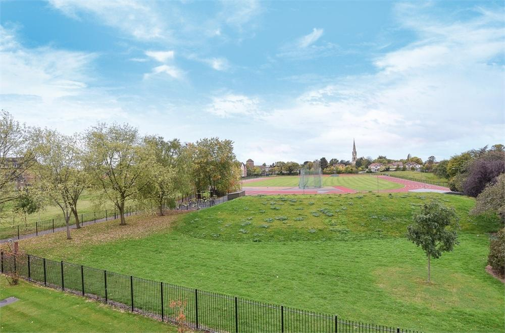 1 Bedroom Flat for sale in 120 Wood Lane, Isleworth, Greater London