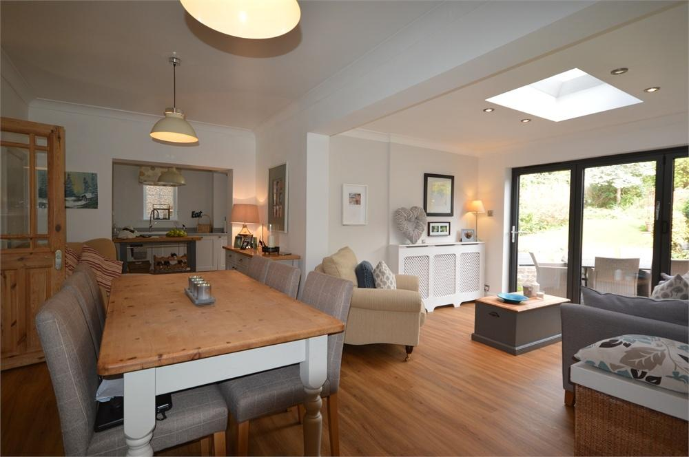 4 Bedrooms Semi Detached House for sale in Main Road, Longfield