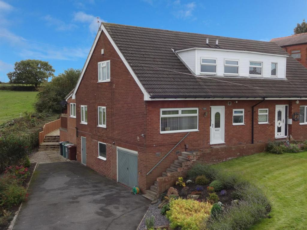 3 Bedrooms Semi Detached Bungalow for sale in Whitehall Road, New Farnley