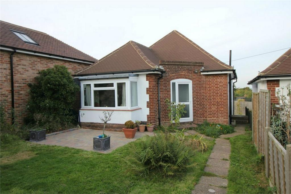 2 Bedrooms Detached Bungalow for sale in Hastings Road, PEMBURY, Kent