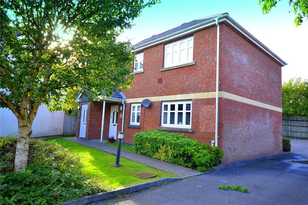 2 Bedrooms Maisonette Flat for sale in Woodruff Way, Thornhill, Cardiff, CF14
