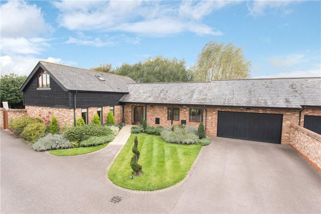 4 Bedrooms Barn Conversion Character Property for sale in Moat Farm Barns, Marston Moretaine, Bedford, Bedfordshire