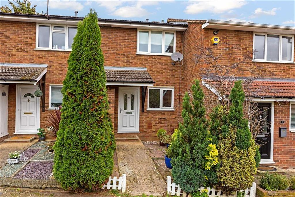 2 Bedrooms Terraced House for sale in Wheatsheaf Drive, Ware, Hertfordshire, SG12