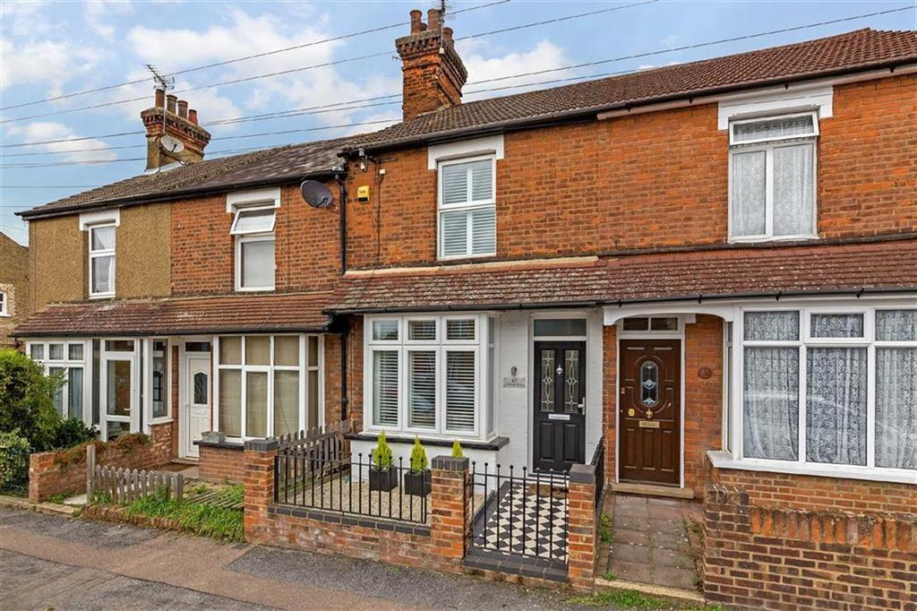 3 Bedrooms Terraced House for sale in Vicarage Road, Ware, Hertfordshire, SG12