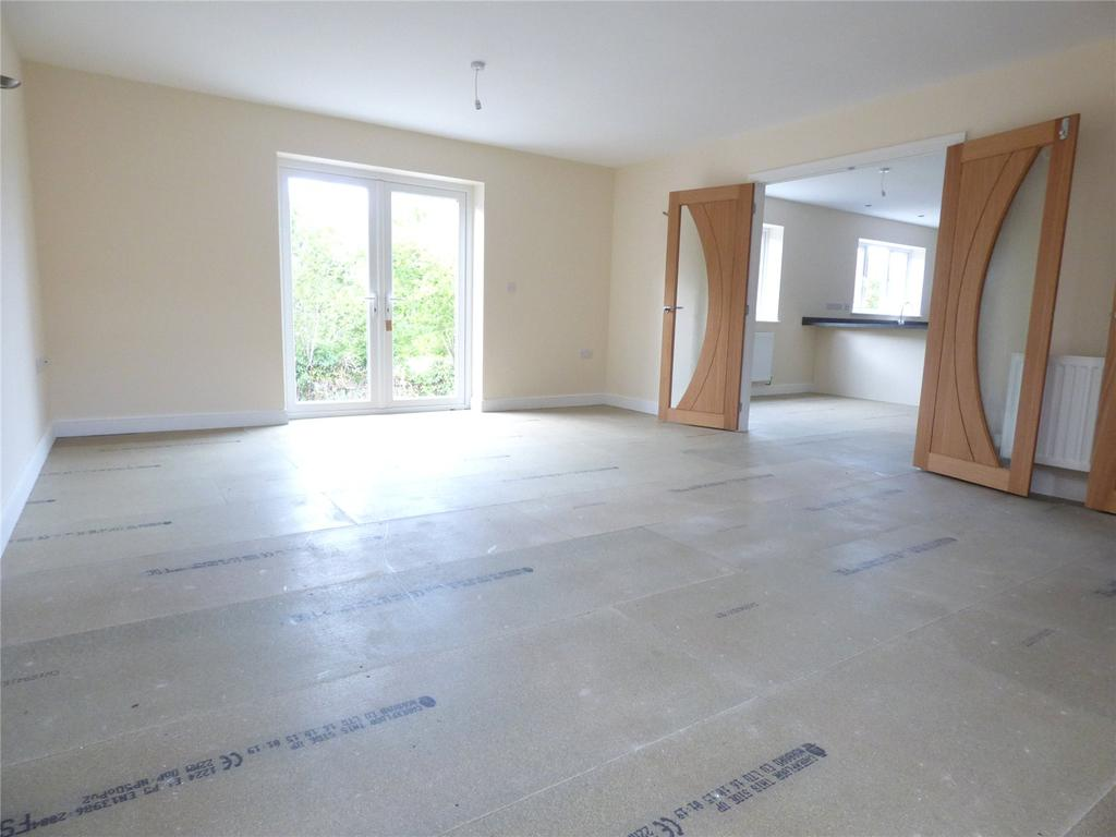 4 Bedrooms Detached Bungalow for sale in Pentrosfa Court, Llandrindod Wells, Powys